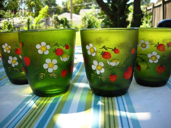 4 H. J. Stotter green daisy and strawberry glasses tumblers mid century
