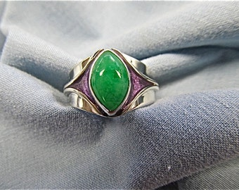 Silver ring with green quartz and purple enamel