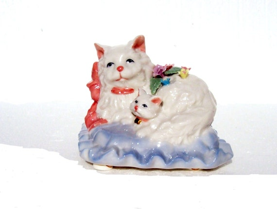 "Vintage Bone China Music Box Mom Cat and Her Kitten ""You Light Up My Life"" Tune"