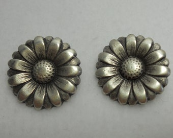 Flower Button - Antique Silver Daisy - Metal Shank Buttons - 2 PC Set - Morning Flower