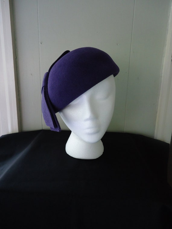 1960s cloche / 60s felt cloche / Frank Olive for Saks purple hat