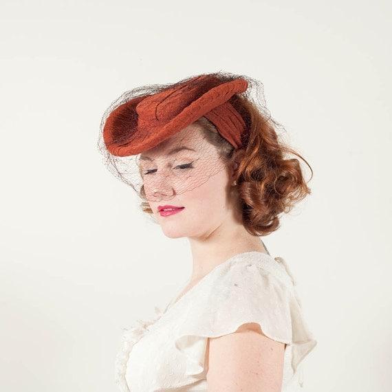vintage 1940s hat / tilt hat / Marigold