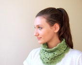 Pastel green cowl / neckwarmer lace fashion crochet - chatreuse girly