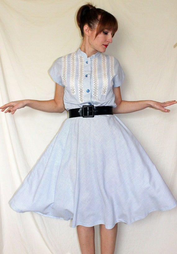 1950s SHIRTWAIST DRESS // blue & white gingham // M-L c722