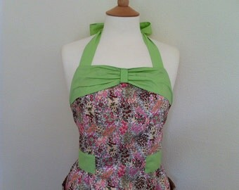 Retro apron with bow, vibrant floral on a white fabric. 1950s vintage inspired, fully lined.