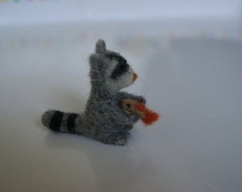 Needle felted raccoon, miniature raccoon, wild animals miniature, natural toys miniature
