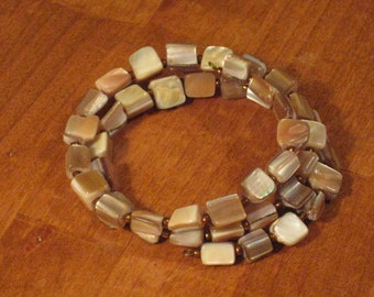 Mother of Pearl Memory Wire Bracelet (B1021)