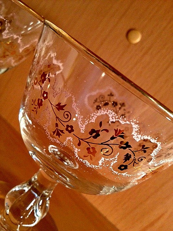 Libbey Glassware Set of 2 Pink and Gold Retro Stemmed Glasses