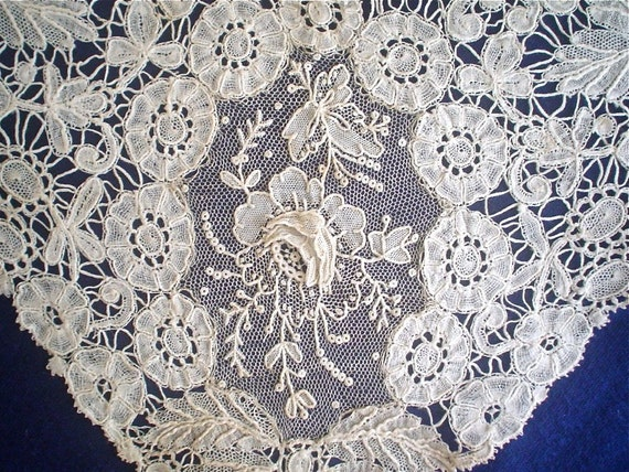 Antique Lace Collar Handmade Mixed Brussels Duchesse Bobbin Lace with Point de Gaze Rose