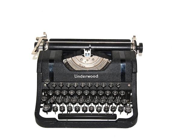 Vintage Typewriter Black Underwood Deluxe Leader Old School