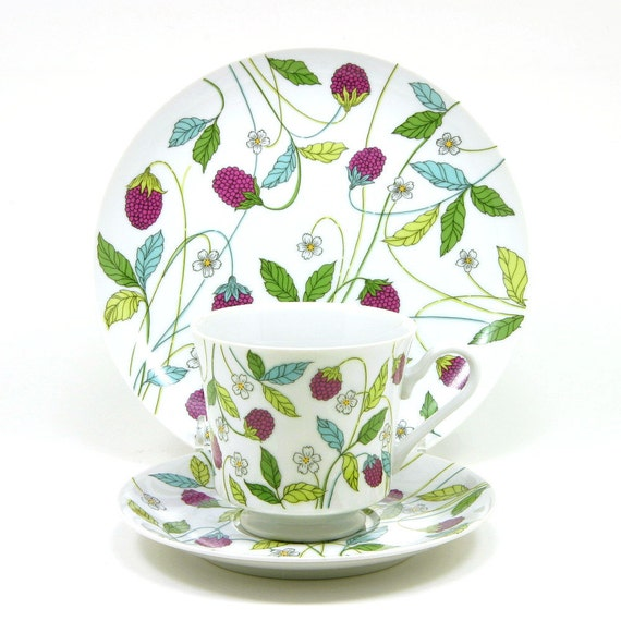 Mikasa Berry Heaven, 15pc Set, Dessert Plates, Cups and Saucers, Red Berries with Green, Yellow and Blue Leaves, by Mikasa