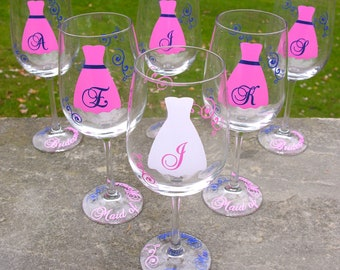1 Bridesmaids wine glass, pink and navy blue or you pick the colors. Bride gift glasses.  Matron of honor gift.  Custom dress glasses.