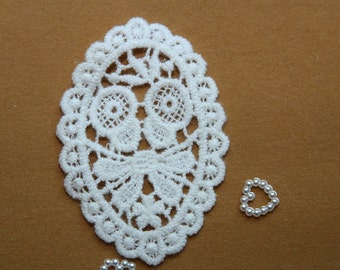 Butterfly Tie in Oval - White - Lace Fabric Doily Trim - 2 Pcs