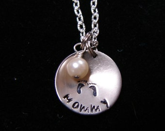 Mommy Necklace with pearl and 1 set of footprints