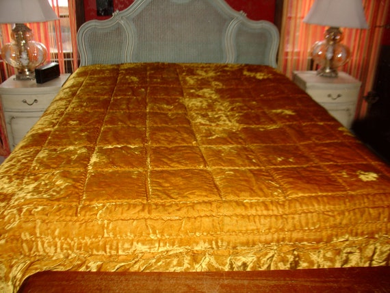 Luxurious Hollywood Regency Vintage Gold Quilted Velvet | 570 x 427 jpeg 47kB