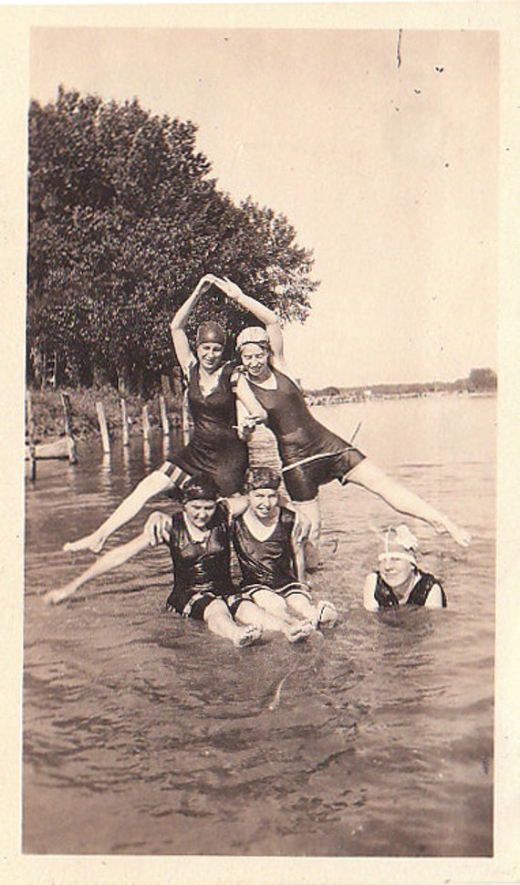 Great Vintage Photograph of female swimmers