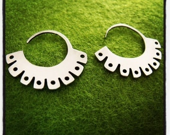 Tribal silver earrings, ethnic silver hoop earrings, handmade Mapuche inspiration and different finishes.