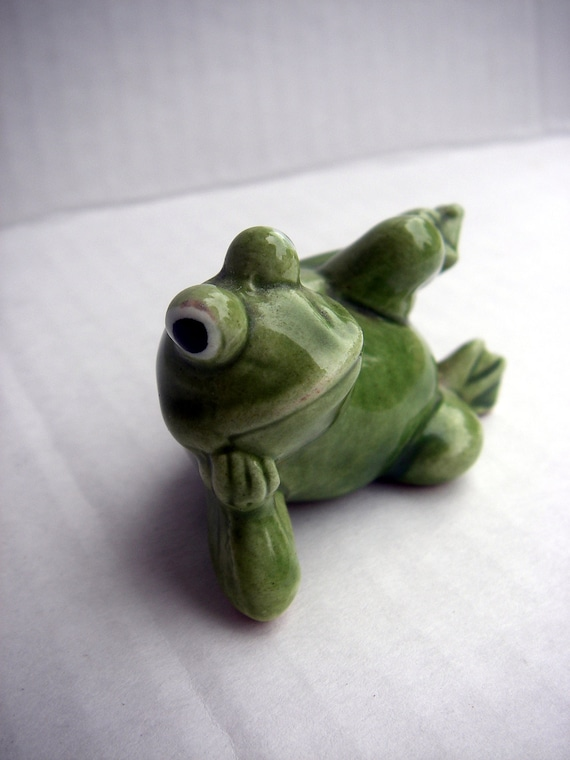 It's Pretty Easy Being Green - VINTAGE - Small - Frog Figurine - Norcrest - Ribbit Ribbit