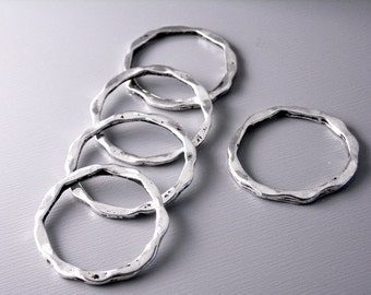 LINK-SILVER-22MMx18.5MM - Antique Silver Plated Hammered Circle Connectors - 6 pcs