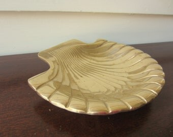 Brass shell bowl for classic home decor.  Hollywood Regency glam heavy brass shell.