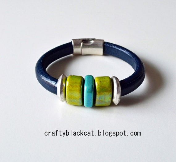 Leather bracelet in monaco blue / navy colour, with green & turqoise ceramic beads, metal parts and magnetic clasp.