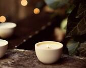 MARKET mini soy candle: guava, lemon, jasmine, sandalwood. Crackling wooden wick, modern porcelain.