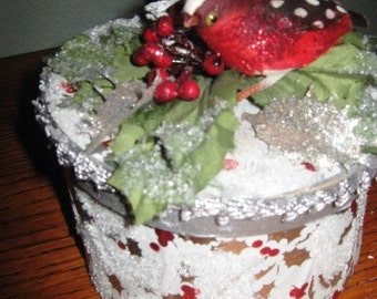Frosty Berry Christmas Gift Box