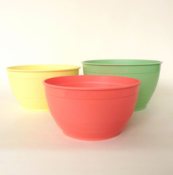 Pastel Plastic Mix Bowl(s) Country Craft Serv Mix N Stor Pink Salmon