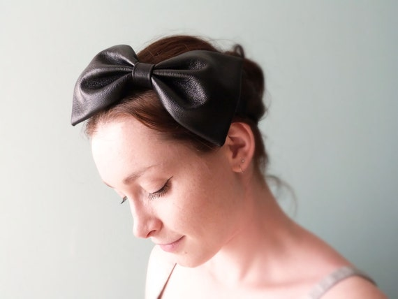 Big bow headband Black leather Pin-up fashion OOAK by Jye, Hand-made in France