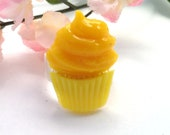 Fused Glass Lemon Yellow Cupcake Ring size 8 Silver Plate 481