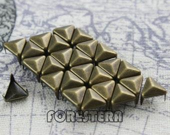 50Pcs 8mm Antique Brass Triangle Studs (BT08)