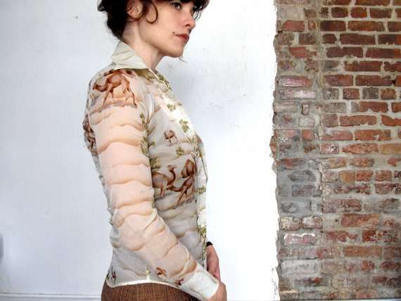 hump day. vintage 70s camel printed slim fit long sleeve silk blouse. size xs/small