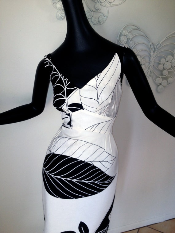 ULTRA MOD black and white Bombshell Wiggle Hawaiian Dress Tiki Print Vintage 60s Mad Men meets Tiki Bar Size Small