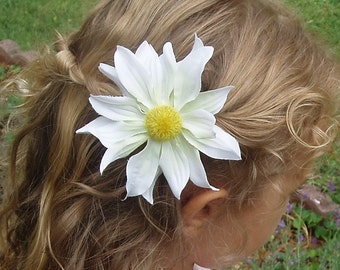 White Daisy hair clip, daisy hair accessories, realistic, daisy flower hair barrette, daisy barrette, daisy hair flower