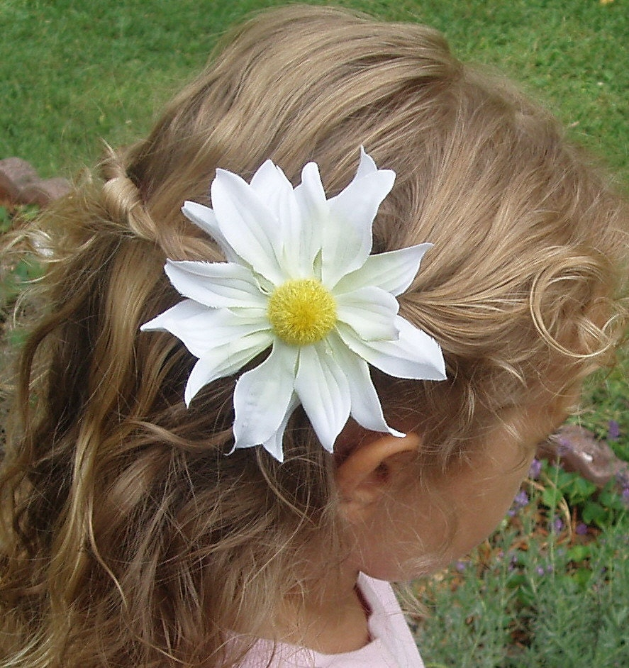 Our gerbera daisy flower clips are so beautiful and hand crafted. Best quality around!