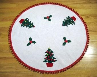 White Felt Tree Skirt, Christmas Trees and Holly, Red Pom Pom Fringe