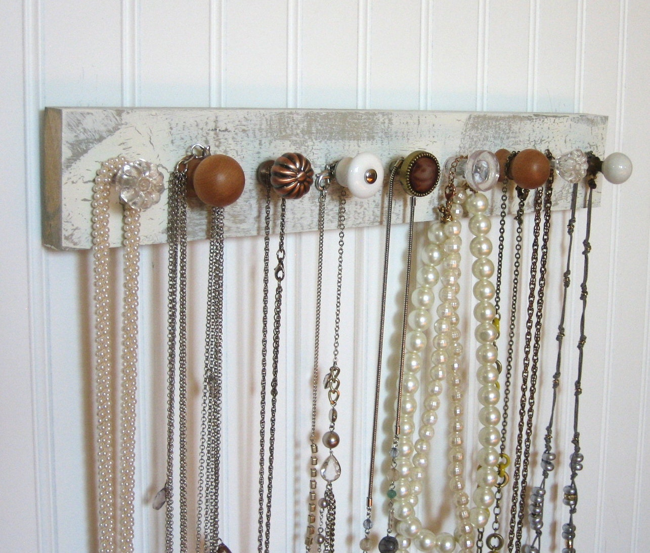 wall mounted jewelry organizer with nine knobs. Black Bedroom Furniture Sets. Home Design Ideas