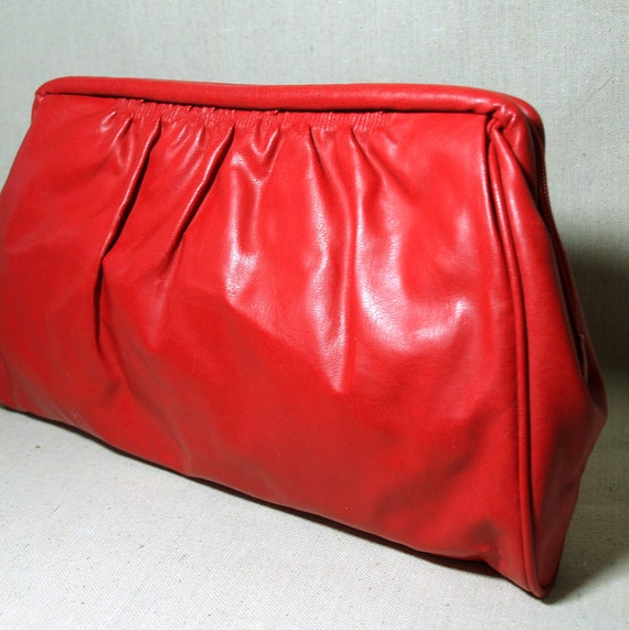 LARGE RED CLUTCH Purse Vintage 80's Pleated Clutch Handbag Faux Bright Leather Bag by Sarne Taiwan Removable Wristlet Strap