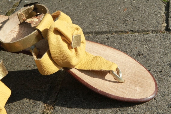 Sandals, all leather pale mosterd, with a flower on the top. OOAK handmade with gold ankel bands.
