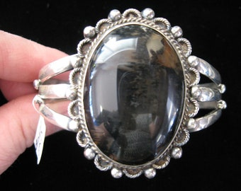 Vintage Native American Style Silver and Agate Bracelet