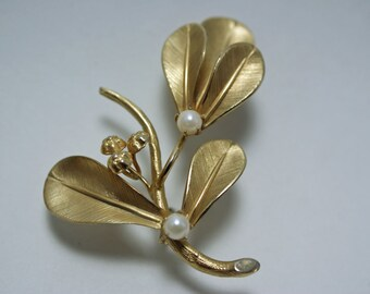 1960s 12kt. G.F.C Gold Tone Leaf Brooch with Faux Pearls