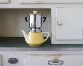 villeroy & boch coffee maker from the late 40's-early 50's in yellow and white