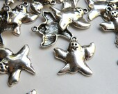 10 Halloween Ghost charms antique silver 23x24mm DB03138