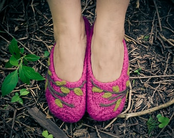 Pink Felted Slippers with Vine Detail (Ladies Sizes)