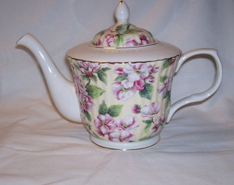 Dynasty Royal Patrician Flowered teapot