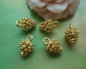 10 pcs 12x8mm Copper Filled Gold Golden Vintage 3D Small Pineal Pinecones Pine Cones Charms Pendants g61132