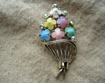 Pretty Vintage Colorful Bouquet of Flowers Brooch