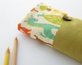 Pencil roll holder for little girl, green and decorated cotton with sweet animals, handmade by robedellarobi, ready to ship - robedellarobi