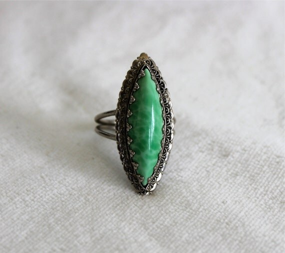 Vintage Size 6 Adjustable Silvertone and Crescent Shaped Green Stone Ring