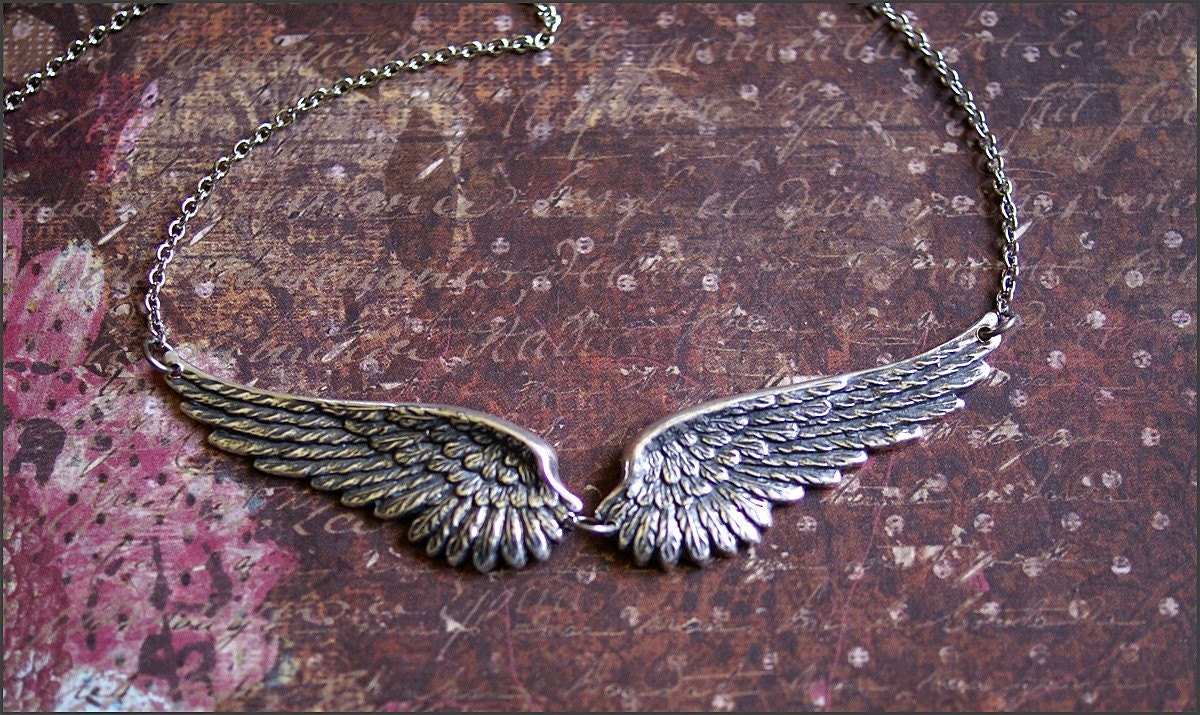 angel wing necklace silver wing jewelry gorgeous detailed. Black Bedroom Furniture Sets. Home Design Ideas